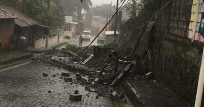 Rescatan a hombre que quedó soterrado tras desbordamiento de lodo en San Miguel