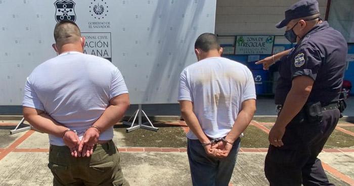 Detenidos cuando intentaban hurtar en un local de venta de celulares