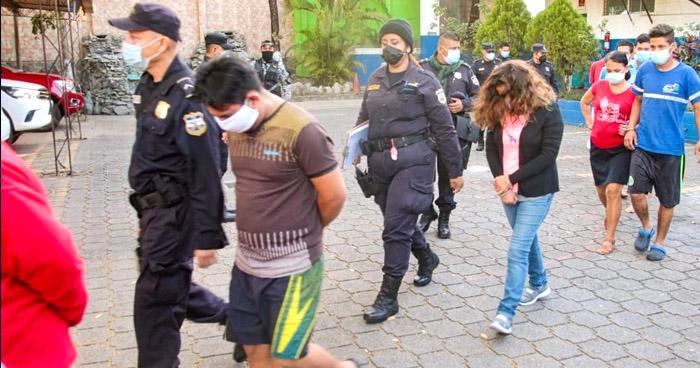 Capturan a 25 personas por usurpación de viviendas y robo de fluidos