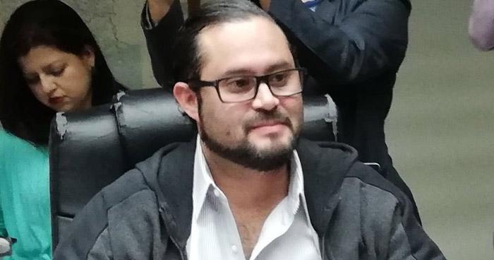 Diputado denuncia amenazas de la cúpula de ARENA para que no asista a la plenaria