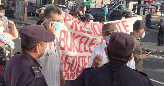 Diputados del FMLN y excombatientes bloquearon Bulevar del Ejército por impago
