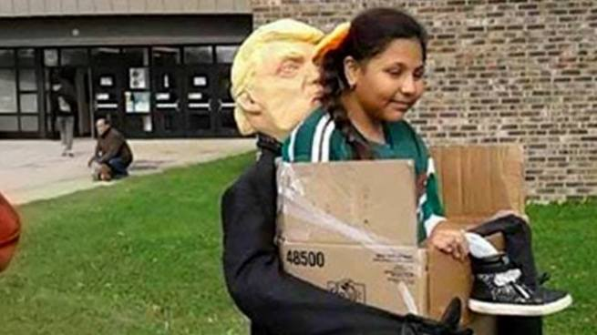 """Disfraz """"Los deportados por Trump"""" causa polémica y se hace viral en internet"""