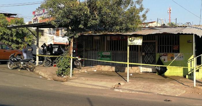 Vigilante repele asalto y mata a dos ladrones frente a una tienda en La Unión