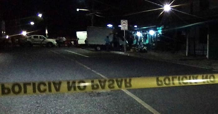 Matan a propietario y cliente de una llantería en Mejicanos