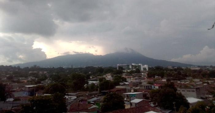 Continuarán lluvias débiles y permanencia de cielo nublado durante el día