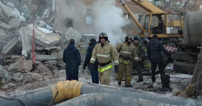 Al menos 4 muertos dejó derrumbe parcial de un edificio en residencial de Rusia