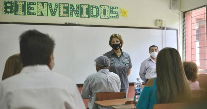 Personal administrativo de centros escolares reiniciaron labores este día