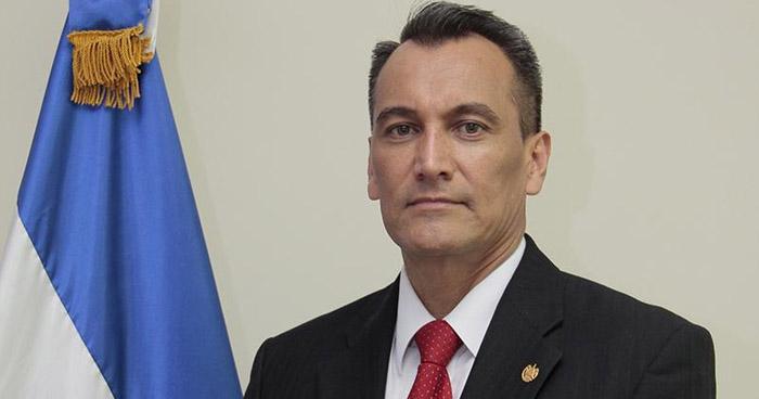 Exministro de defensa a juicio por comercio ilegal de armas