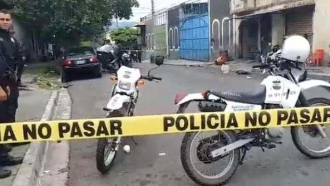 Empleado de un carwash es atacado por sujetos desconocidos en San Salvador
