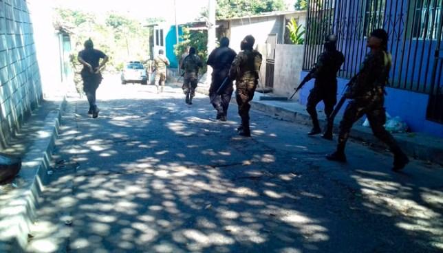Un agente de la PNC muerto y 8 más lesionados tras intercambio de disparos con pandilleros en San Salvador