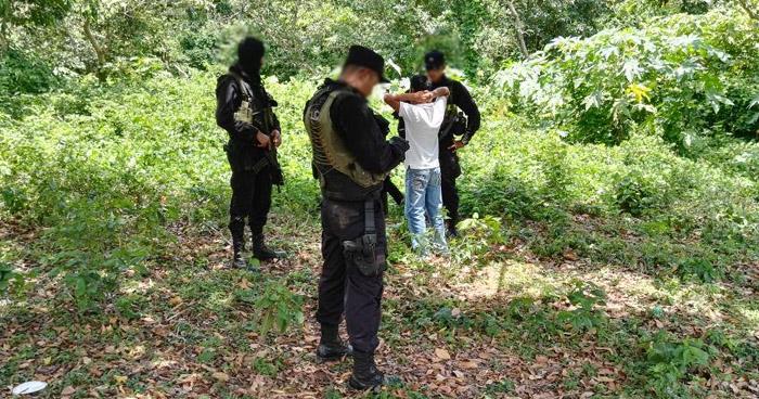 Un pandillero herido y dos capturados tras enfrentarse a policías en Armenia, Sonsonate