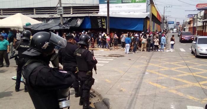 Momentos de tensión se viven por el Parque Daniel Hernández, en Santa Tecla