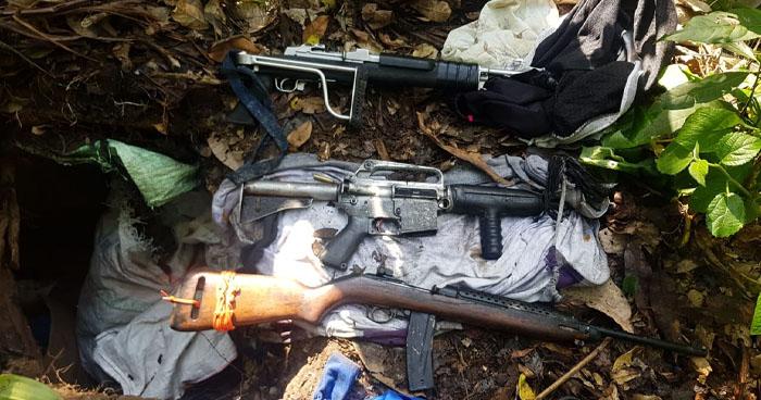 Encuentran depósito subterráneo con armas y uniformes policiales en San Martín
