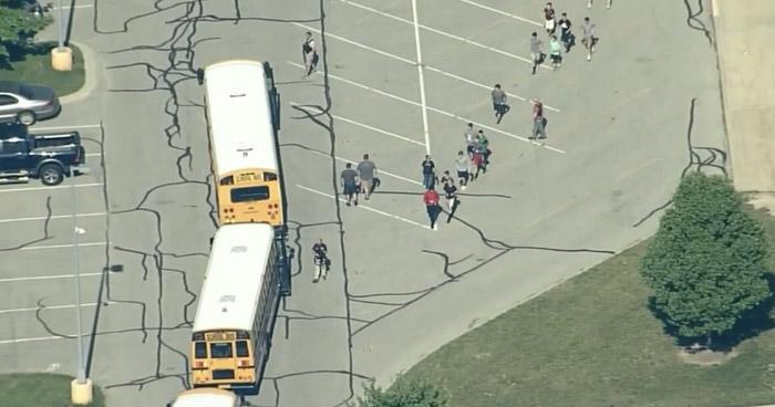 Al menos dos lesionados tras un tiroteo en escuela Noblesville West de Indiana, Estados Unidos
