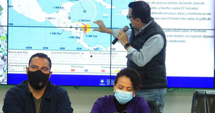 Huracán Eta categoría 4 toca tierra en Nicaragua esta mañana