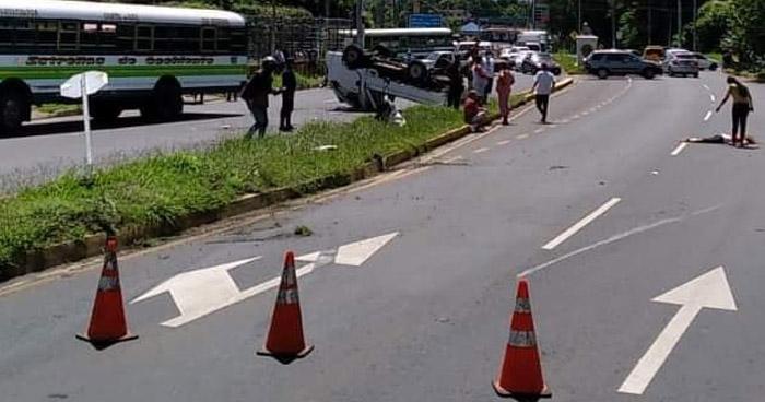 Mujer fallecida en accidente de tránsito en carretera Panamericana, Santa Ana