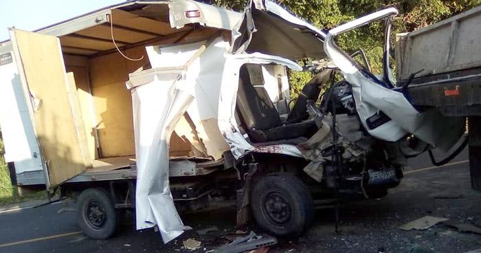 Un muerto en aparatoso choque sobre carretera a Ilobasco