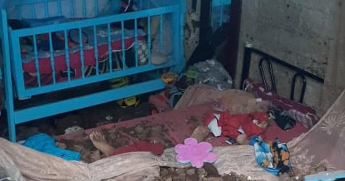 Familia muere soterrada tras colapsar un muro sobre su vivienda en El Congo, Santa Ana