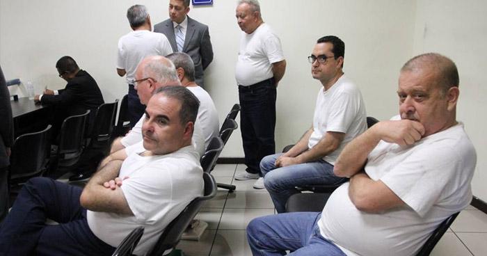 Fiscalía pidió que el expresidente Saca y 6 exfuncionarios regresen al Estado los $300 millones que extrajeron