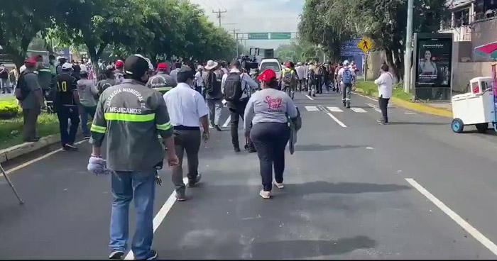 Trabajadores de diferentes alcaldías protestan para exigir el pago del FODES