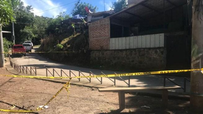 Asesinan a una familia en el patio de su vivienda en San José Villanueva