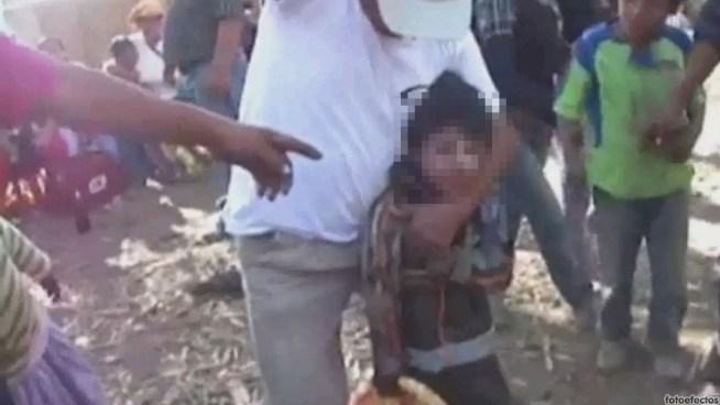 Autoridades peruanas buscan a los adultos responsables del vídeo de un niño embriagado