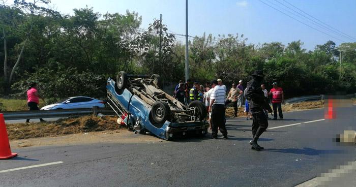 Un fallecido y 3 lesionados tras fuerte accidente de tránsito en carretera de Quezaltepeque