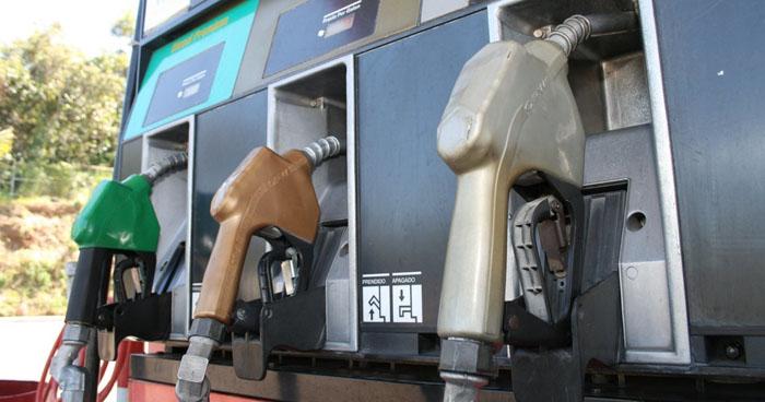 Precios de los combustibles bajarán hasta $0.22 ctvs a partir de mañana