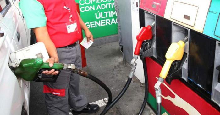 Precios de los combustibles bajarán a partir de este Martes