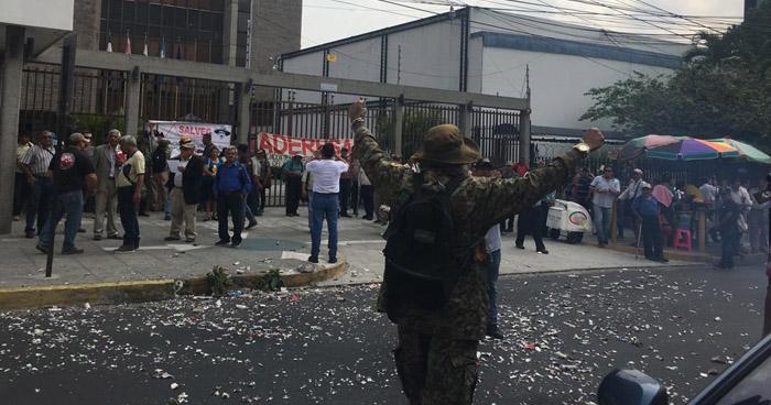 Veteranos y excombatientes de guerra denunciaron actos de corrupción en Gobernación