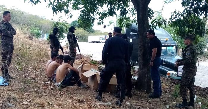 Detienen a tres guatemaltecos que intentaban ingresar por frontera La Hachadura