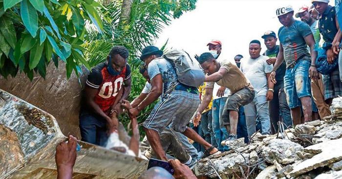 Sube a más de 1.900 la cifra de muertos tras el terremoto en Haití