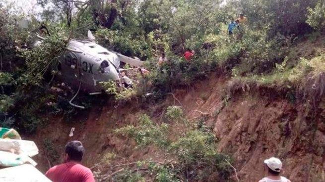 Un muerto y 4 heridos tras caída de helicóptero que viajaba con ayuda para víctimas en México