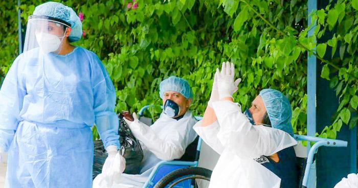 Más de 20 personas reciben el alta luego de recuperarse de COVID-19