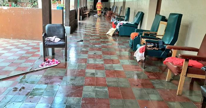 Evacuan hogar de ancianos por enjambre de abejas alborotado