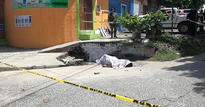 Hombre muere ahogado dentro de un tragante mientras llovía, en La Paz