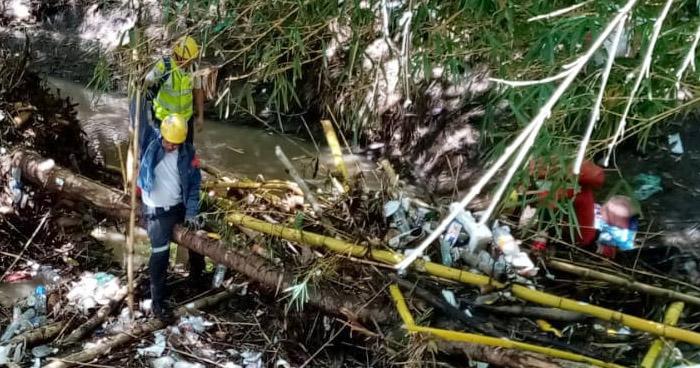 Buscan a hombre que fue arrastrado por corriente durante lluvia del sábado