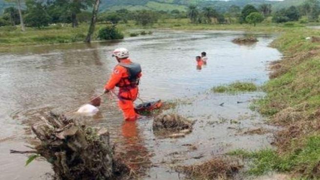 Buscan a hombre arrastrado por la corriente del río de Pasaquina, La Unión