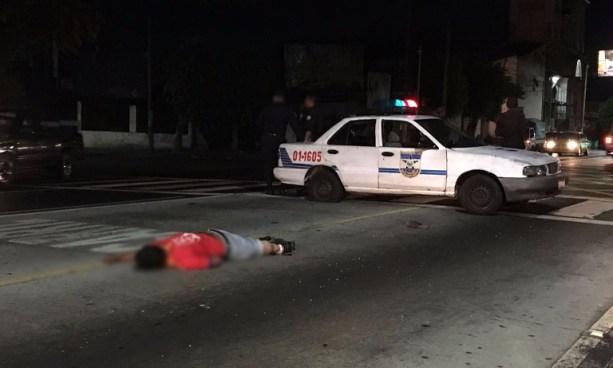 Hombre muere atropellado sobre el carril del SITRAMSS en la Alameda Juan Pablo II