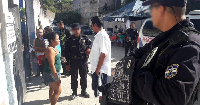 Hombre en estado de ebriedad intentó votar en Soyapango, portaba bolsas con licor en su mochila