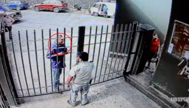 VIDEO | Hombre ataco a vigilante porque no lo dejó acompañar a un paciente en el Hosp. San Rafael