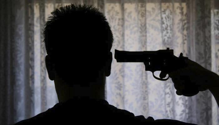 Hombre se suicida tras perder en fiesta boletos ganadores de lotería