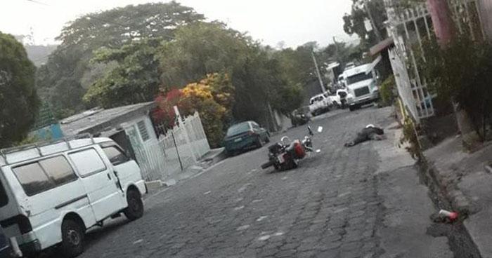 Asesinan a balazos a un Policia en colonia Ascensión de Ayutuxtepeque