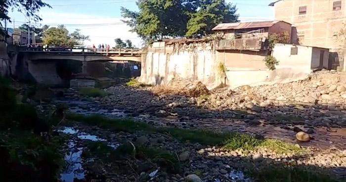 Asesinan a pedradas a un joven y abandonan su cadáver en río de Cara Sucia