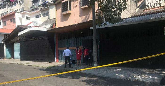 Asesinan a una mujer al interior de una vivienda en colonia Escalón, San Salvador