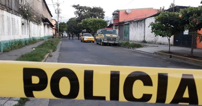 Matan a hombre al interior de taxi pirata en San Salvador