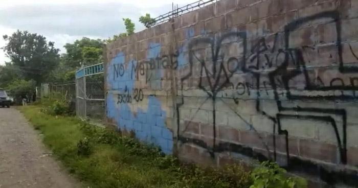 Matan a tres hombres frente a un grafiti de la pandilla MS en El Tránsito, San Miguel