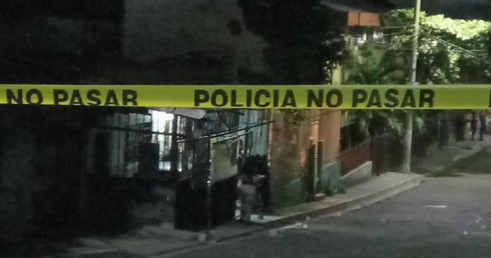 Acribillan a balazos a un hombre cuando se encontraba en una tienda, en colonia Luz de San Salvador