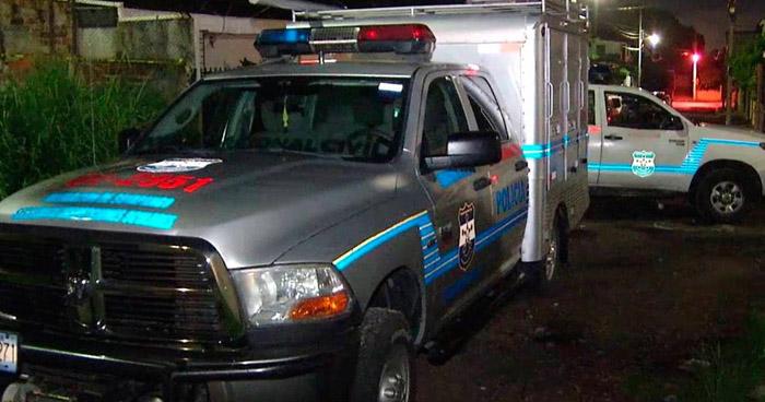 Asesinan de 12 balazos a un anciano, cerca de una cancha en San Vicente