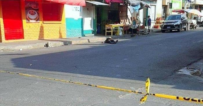 Acribillan a balazos a un vendedor de frutas en el centro de San Martín
